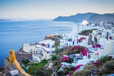 Turcja czy Grecja? Dokąd lepiej pojechać na wakacje z rodziną?