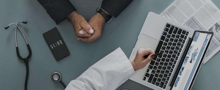 Raport NIK o Programie bezpłatnych leków dla seniorów Leki75+. Sprawdź czy dotyczy to Twoich rodziców